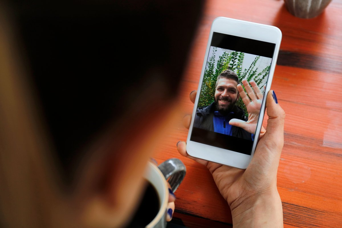 A woman FaceTimes with her boyfriend.