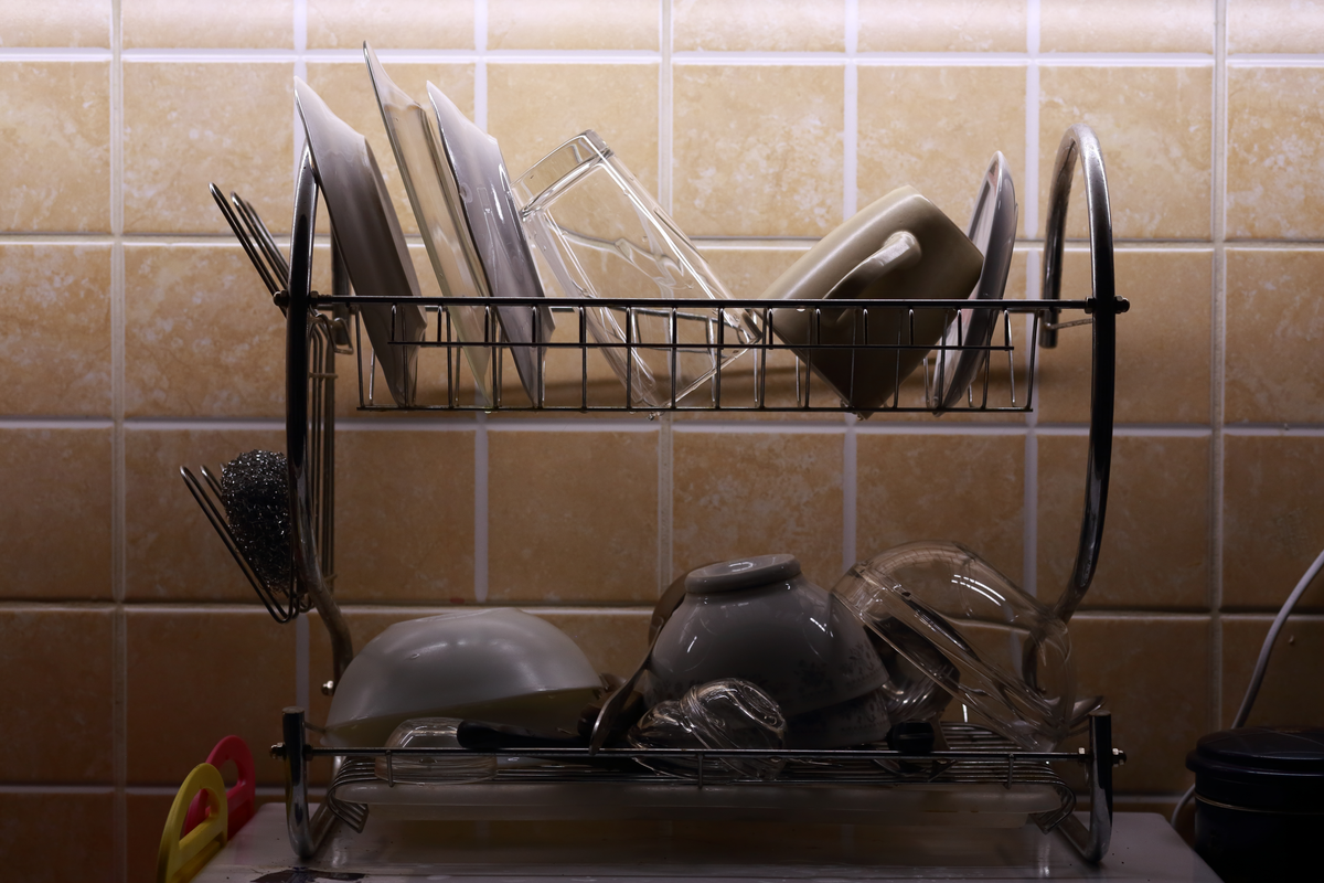 Dishes drying on a cleaning rack.
